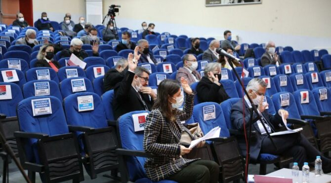 CHP'li üyeler AKP ve MHP ile işbirliği yaptı