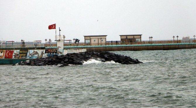 Tekirdağ'da fırtına: Eğitim uçuşları iptal edildi, feribot seferleri aksadı