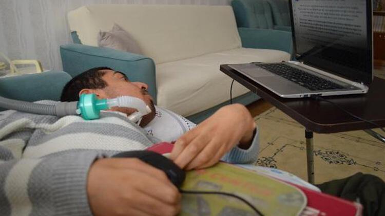 Yüzde 97 engelli Muhammet, tek parmağıyla 3 yılda film senaryosu yazdı