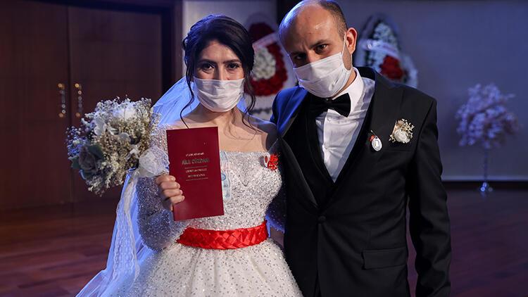 Vali Yerlikaya'nın otele yerleştirdiği evsiz çift evlendi