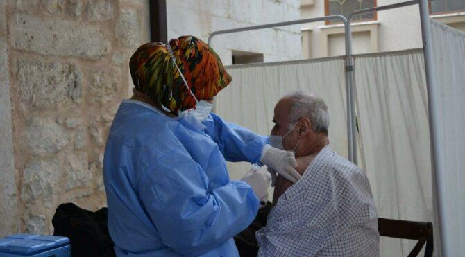 Camilerde erkeklere corona aşısı yapıldı! Kadınlar tepki gösterdi
