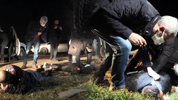Bursa'da film gibi kovalamaca! Polis aracın lastiklerine ateş açarak durdurdu