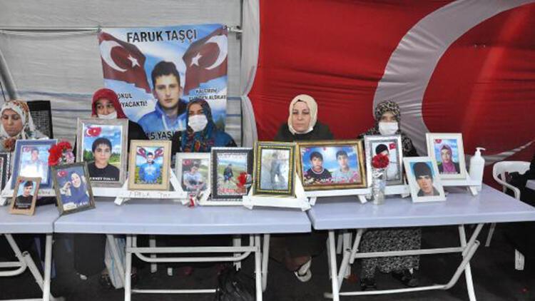 Diyarbakır'da HDP önündeki eylemde 571'inci gün; Gara şehitleri için mevlit okutuldu