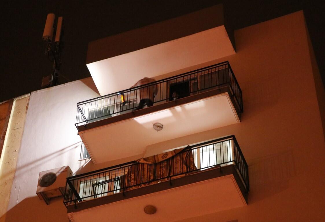 Gece yarısı vahşet! Apartman dairesine çatıdan girip, eşini defalarca bıçaklayıp öldürdü