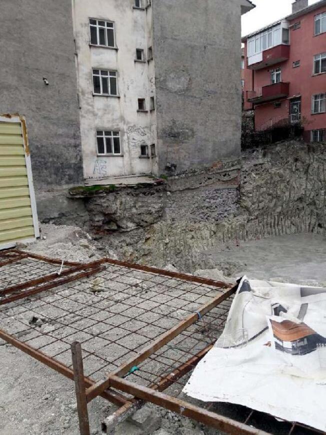 Akarada toprak kayması Yanındaki apartman tahliye edildi