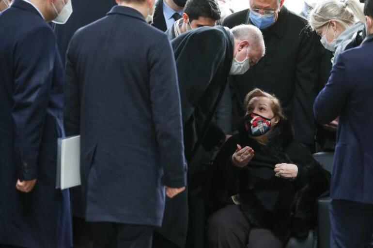 8. Cumhurbaşkanı Turgut Özal kabri başında anıldı Cumhurbaşkanı Erdoğan, Özal için İnfitar suresini okudu