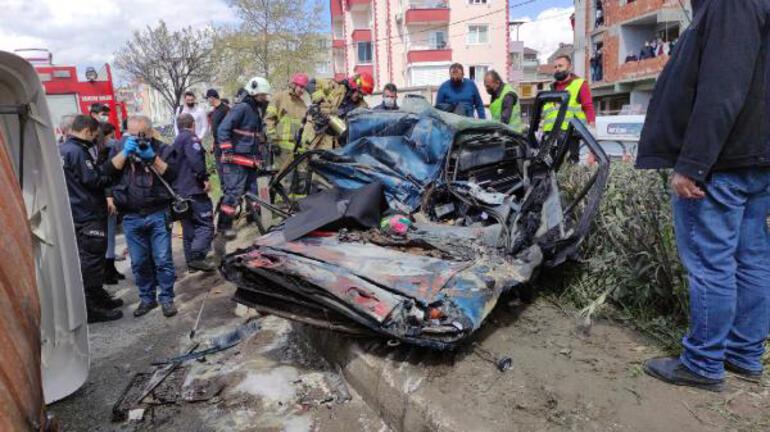 Facia gibi kaza: TIR ezdi İzlemek için inşaatı doldurdular