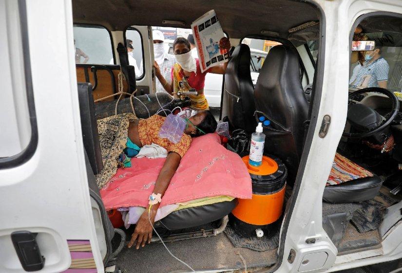 Hindistan'da durum kötüleşiyor… Uzmanlar uyardı: İki hafta cehennem gibi olacak