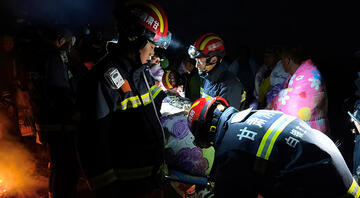 Gözlerini açtığında bir mağarada yerde yatıyordu... 21 kişinin öldüğü felaketten böyle kurtuldu
