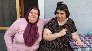 Annesi terk etti, 15 senedir otizmli yeğenine annelik yapıyor
