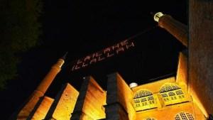 Ayasofya Camii'ne asılan mahyanın ışığını Vali Yerlikaya yaktı