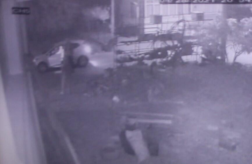 Evin önünde bağlı köpeğe silahlı saldırının 2 şüphelisi yakalandı