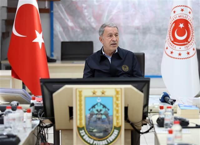 Hulusi Akar ve TSK komuta kademesi son iftarı hudut kartallarıyla yaptı,  geceyi harekat merkezinde geçirdi