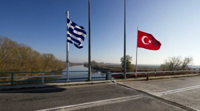 Yunanistan Türkler'e karayolu geçişinikapattı