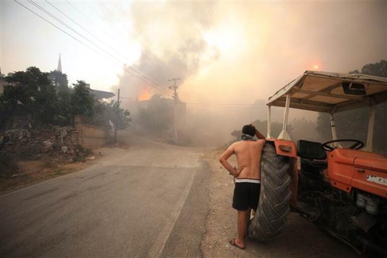 Son dakika... Antalya Manavgat yangını sonrası bir ilçe daha yangın kâbusunu yaşıyor Evlerin yüzde 80i yandı