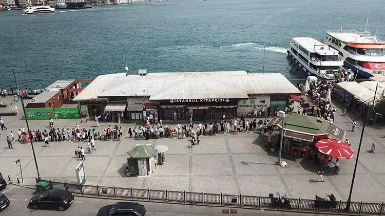 İstanbullular Adalar'a akın etti, vapur iskeleleri doldu taştı