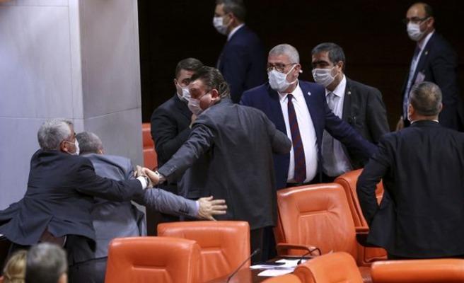 Meclis'te kavga çıktı!