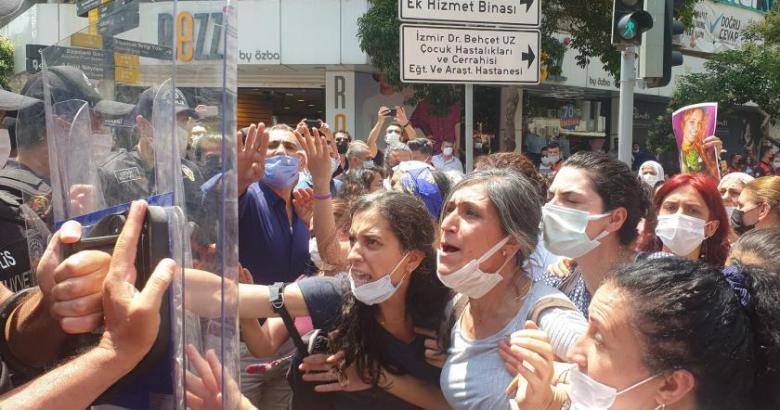 HDP önündeki çadırın kaldırılmasını isteyen kadınlar ile polis arasında gerginlik