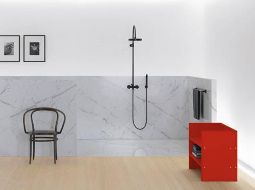 Salle de bains avec robinet de douche rond