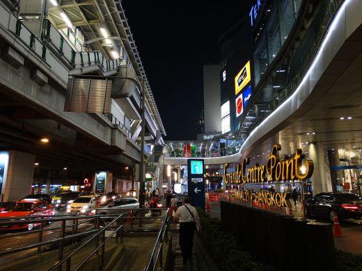 Night_Scene_along_Sukhumvit_Road