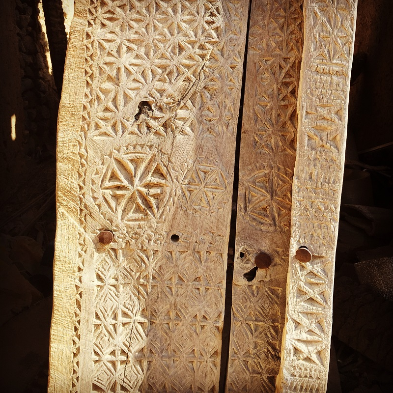 the-doors-of-oman-wooden-from-mudbrick