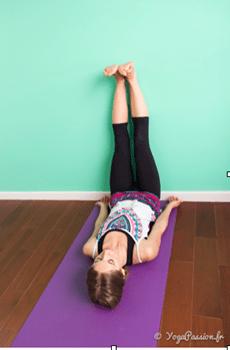 viparita karani jambes mur claudia yogapassion