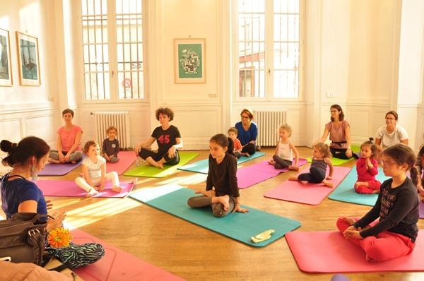 faire une séance de yoga pour enfant