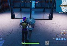 Fortnite: Baila con otros para levantar la bola de discoteca en un hangar