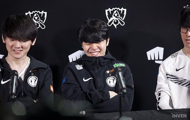 """Invictus Gaming Rookie: """"Me gustaría enfrentarme a Europa en las semifinales y ganar. Me pregunto cómo reaccionarían los fans europeos"""""""