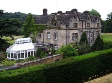 Casa Maer (Maer Hall) en Staffordshire, perteneciente a la familia Darwin-Wedgwood desde 1802 a 1843. Perteneció al tío de Darwin, Josiah Wedgwood, y aquí pasaba sus veranos con su familia y cazando.