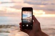 tomando foto a la playa con el celular cuba
