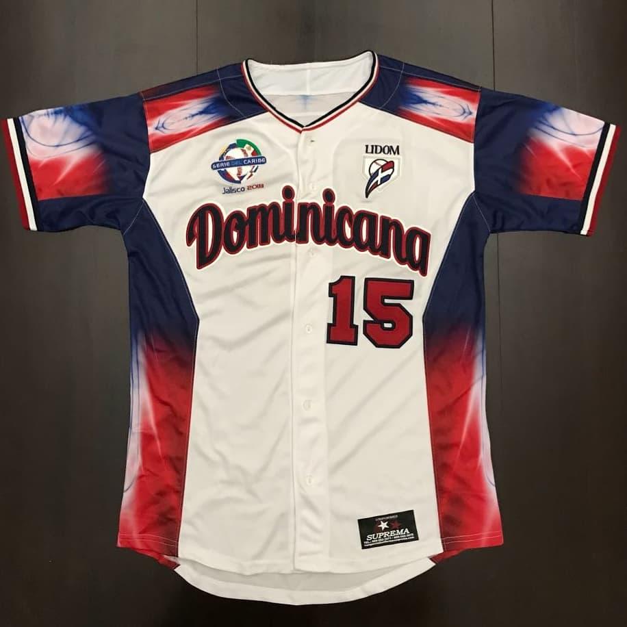 Dominicana presenta el jersey que lucirá en la serie del caribe