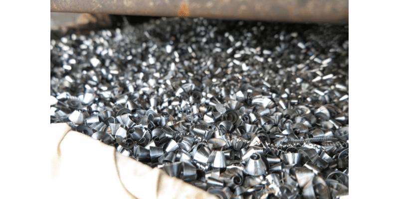 食品への異物混入防止対策 機械の金属片編