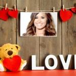 Fotomontaje de Osito con corazones y la palabra LOVE