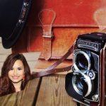 Fotomontaje con cámara fotográfica antigua