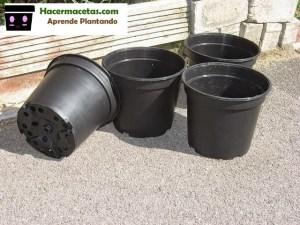 macetas de plastico negras