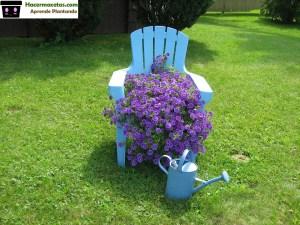 Jardin con silla maceta