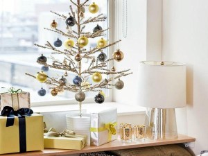 maceta con árbol de navidad
