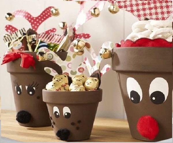 Macetas decoradas como renos de santa