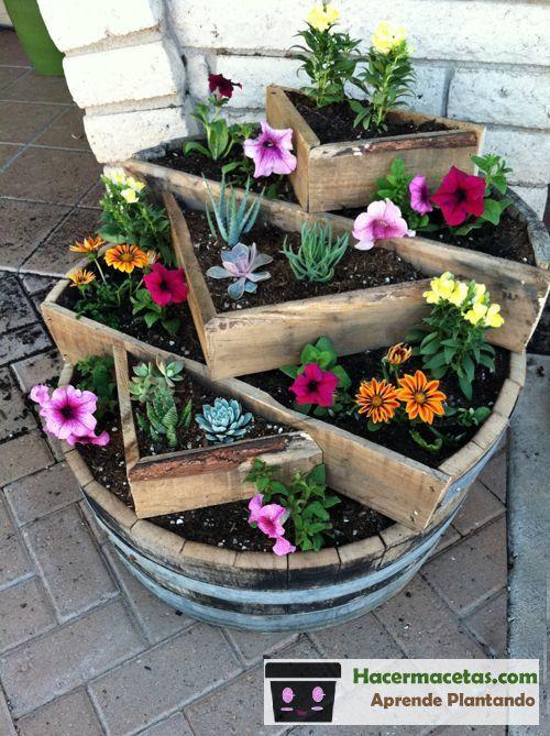Maceteros de madera con barriles de vino reciclados for Ideas originales para jardines