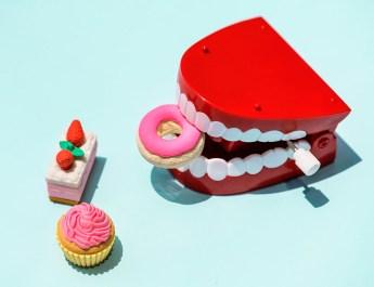 Wind up teeth toy