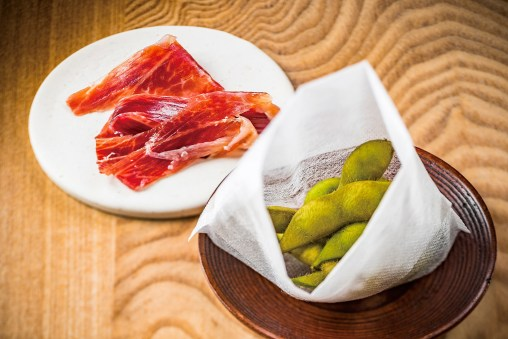 マンガリッツァ豚の生ハムと 糸島の茶豆