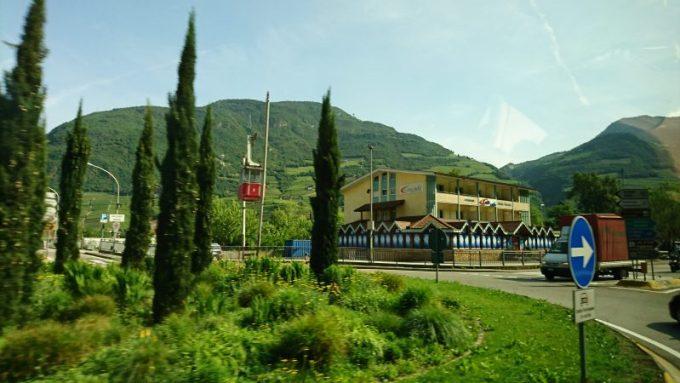 ボルツァーノを出発してカレッツァ湖へ向かう道のり