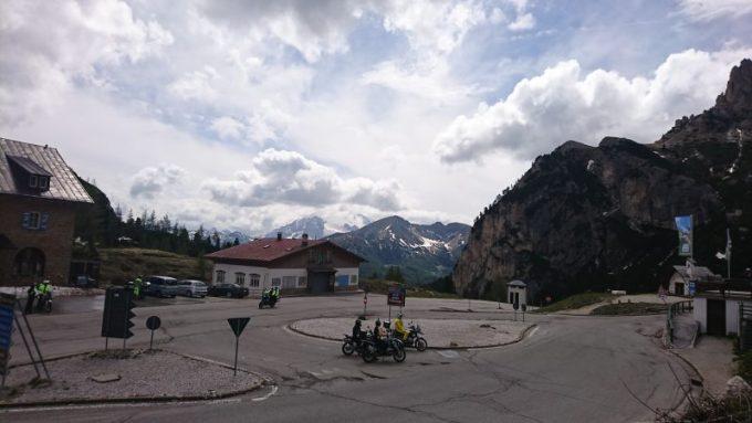 ドロミテ街道にあるファルツァレーゴ峠