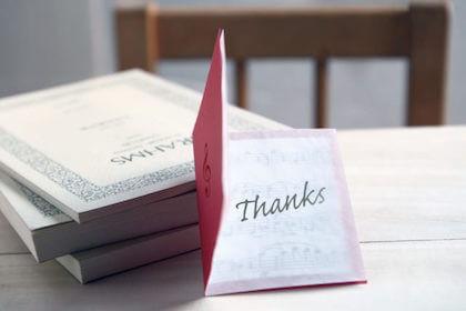 転勤する上司の餞別に感謝の気持ちを書いたメッセージカード