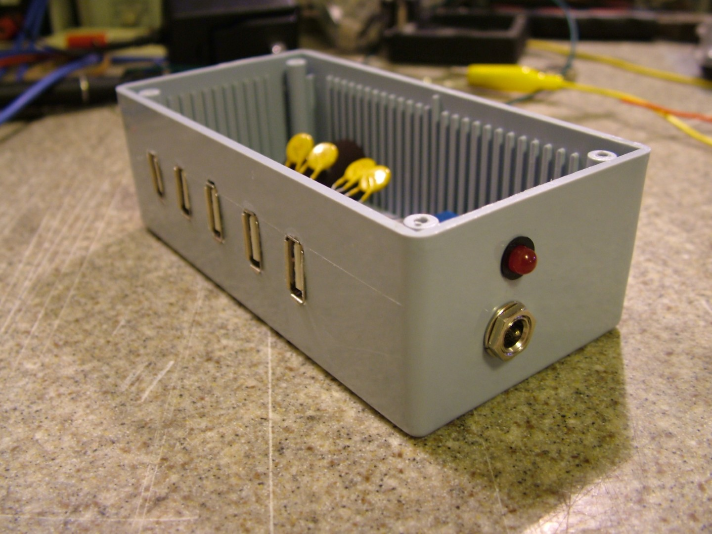 build your own dumb usb power strip hackaday