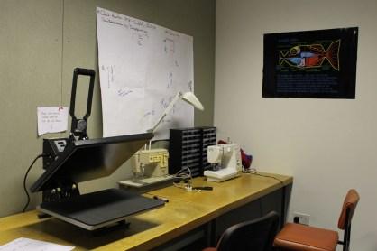 Screen printer and sewing machine