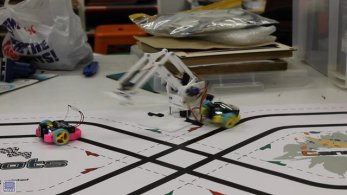 MeArm obstacle on the Cannybot track
