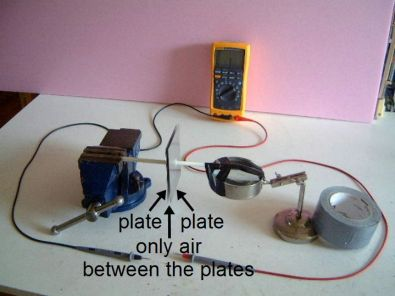 Setup for measuring capacitance with air dielectric