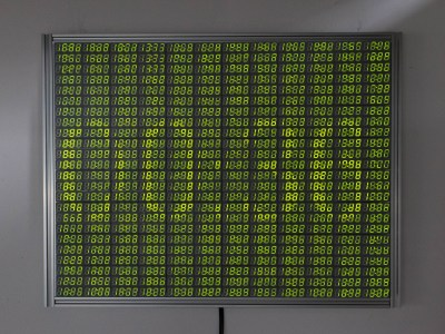 the 7200 segment display grayscaling to show the time